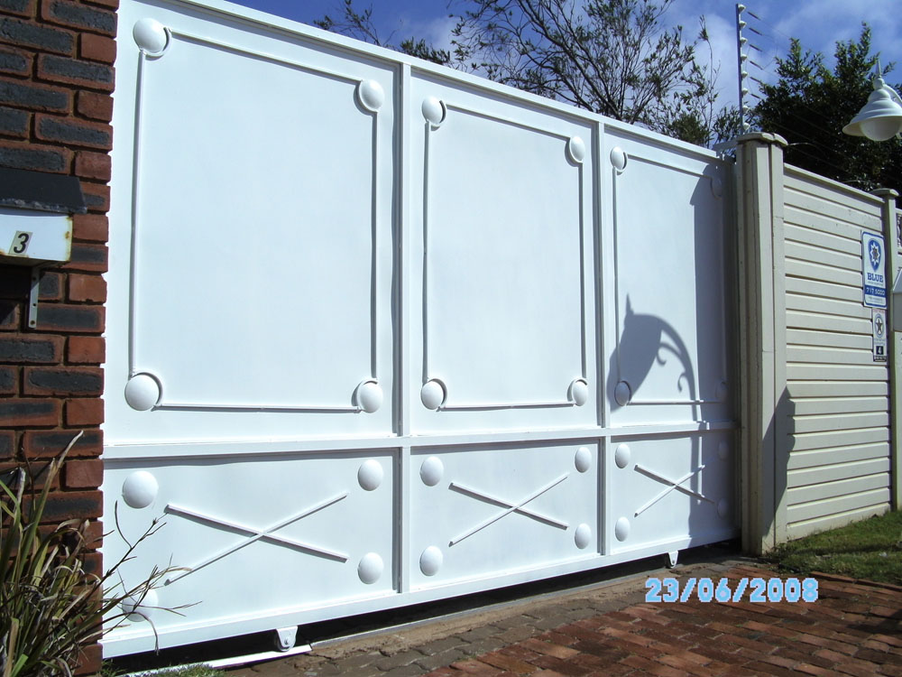 White Solid Steel Sliding Gate With Customised Design