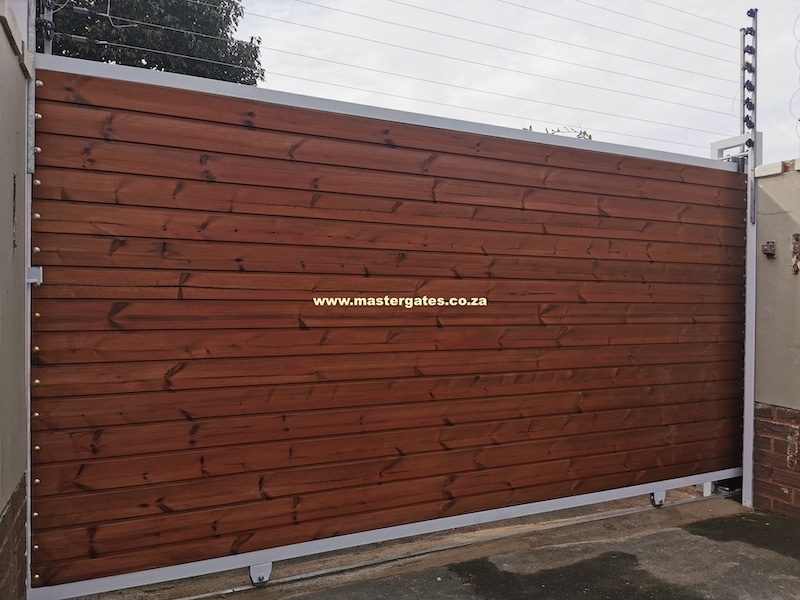 Lunawood sliding gate